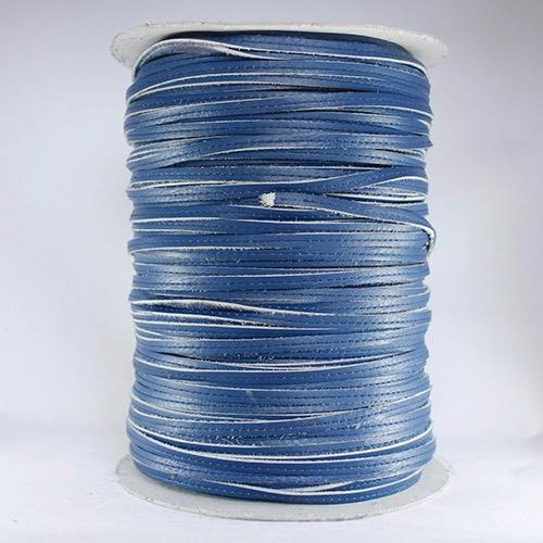 Ribete de piel cosido azul